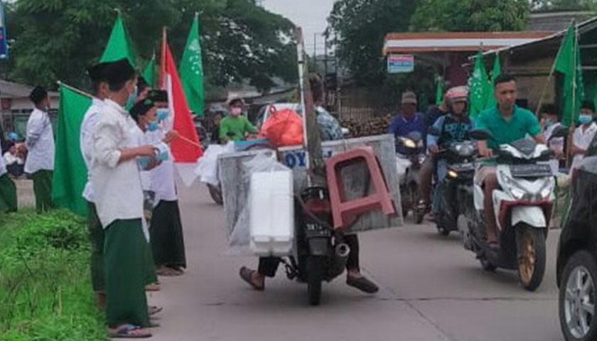 Peringati Harlah NU, Santri Ponpes di Serang, Banten Bagikan Masker