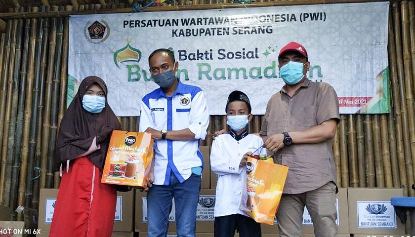 PWI Kabupaten Serang Santuni Anak Yatim