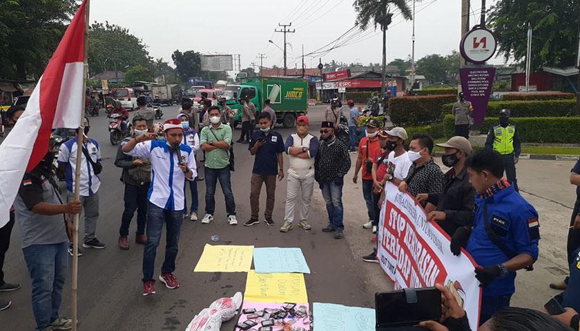 Wartawan dan Aktivis Serang Raya Gelar Aksi Solidaritas Tewasnya Marsal