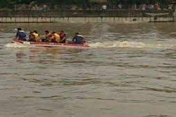Seorang Pria Nekat Lompat ke Sungai Cisadane