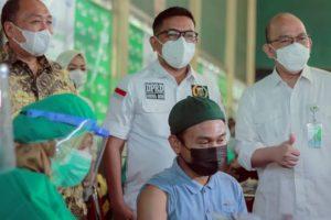 Vaksinasi BPJS Ketenagakerjaan di PT KMK Global Sport Di Tinjau Langsung Ketua DPRD Bnaten