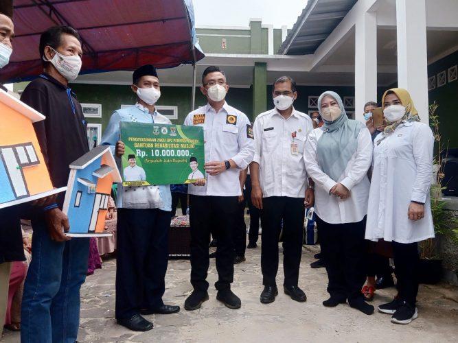 Rombongan Gubernur  Banten Kunjungi  Prasarana Dan Sarana Utilitas Umum Di Desa Cadasari